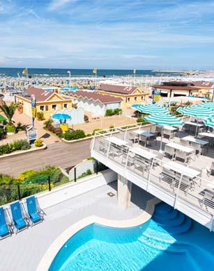 Panoramica della terrazza e della piscina